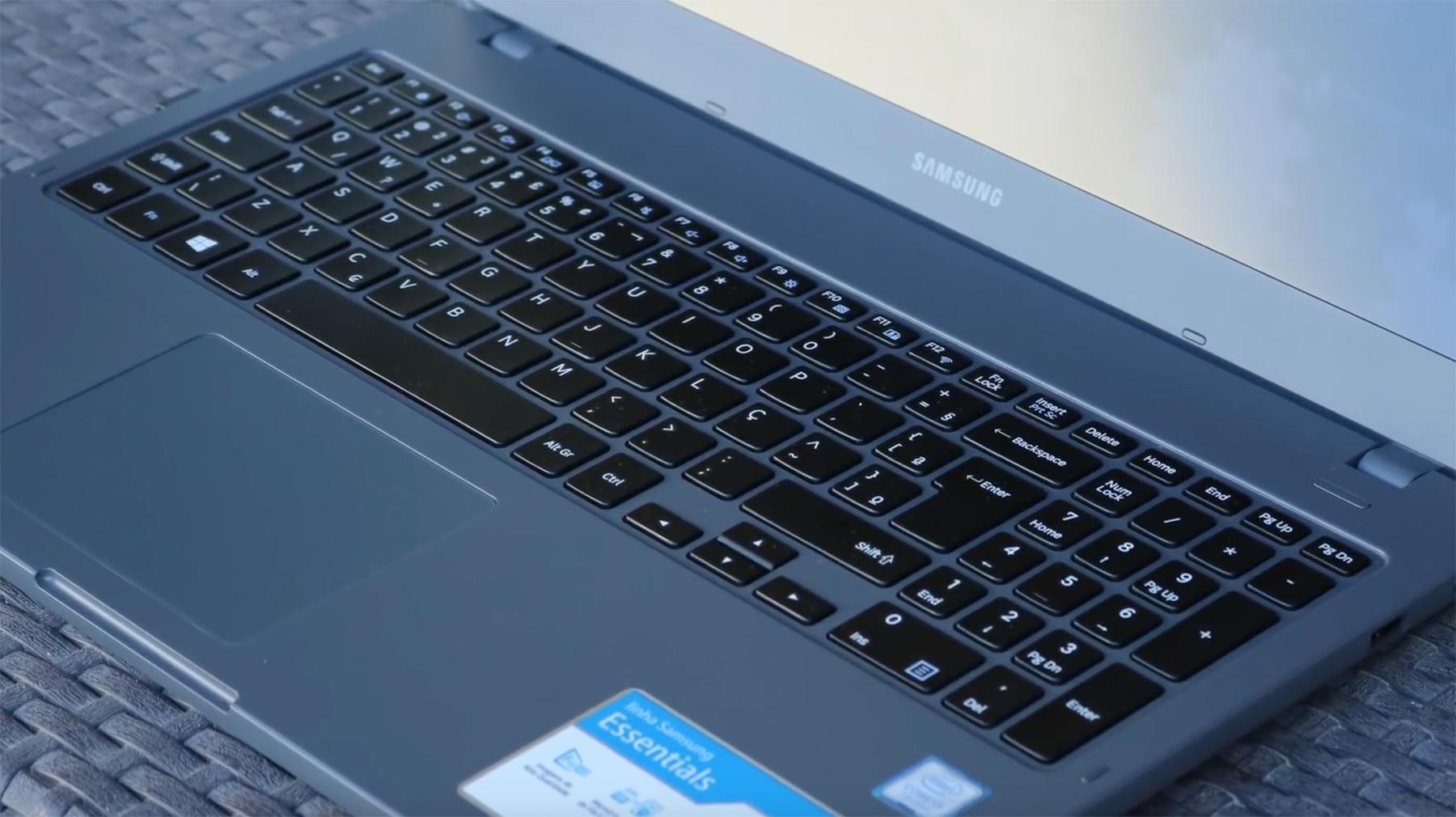 Teclado e touchpad do Samsung essentials e30