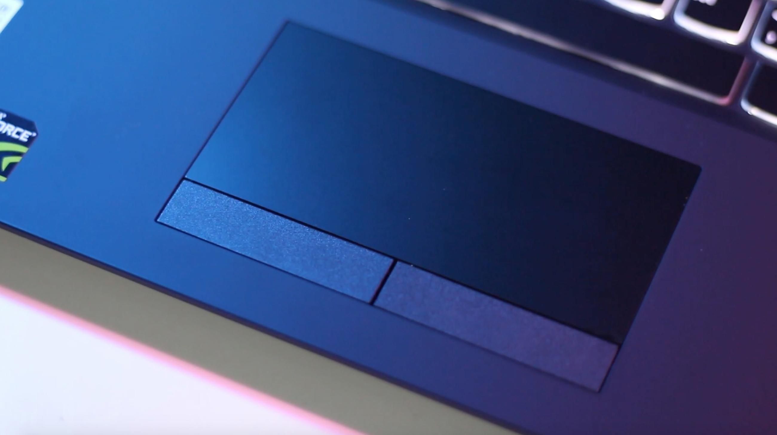 Legion Y530 vem com um touchpad grande