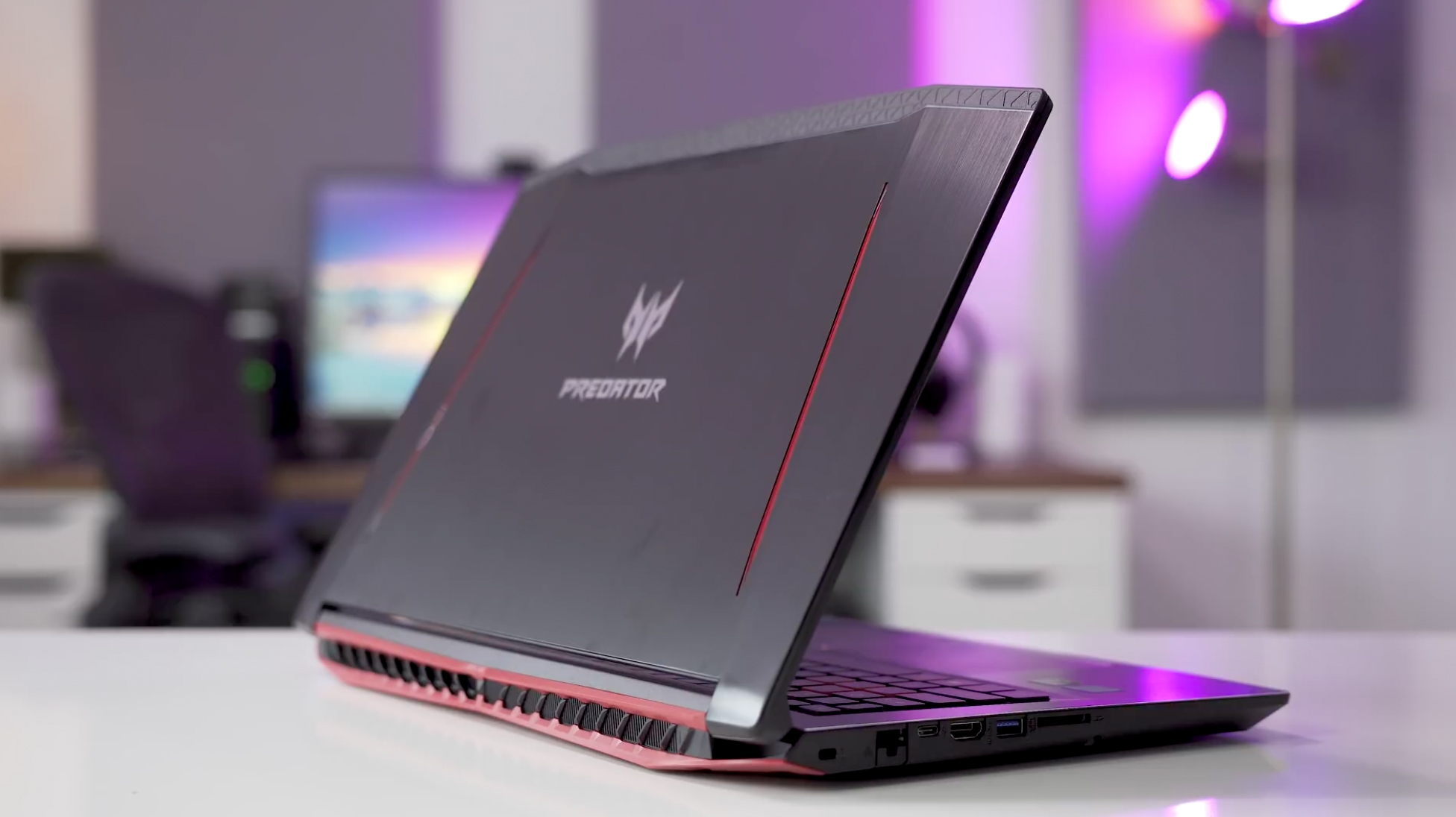 Análise Acer Predator Helio 300 G3: Design e Acabamento